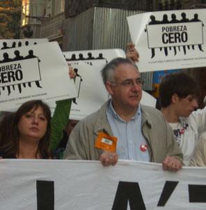 Miles de valencianos demandan en las calles que se erradique la pobreza del mundo